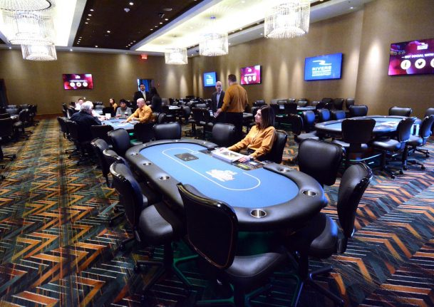 rivers casino texas holdem