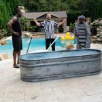 Daniel Negreanu officiates an ice bath challenge between comedian Olympian Usain Bolt (left) and actor/comedian Kevin Hart (right). (Image: PokerStars)