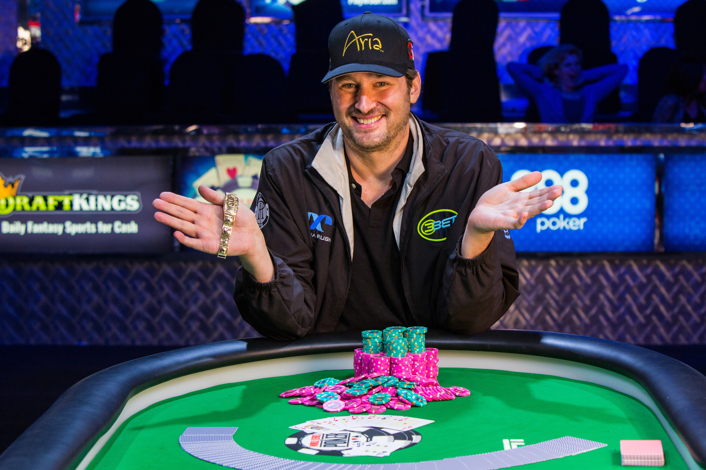 Phil Hellmuth to Promote Relaunched YouStake, Starts by Selling 60 Percent of His WPT LAPC Action