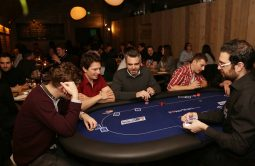 poker players table